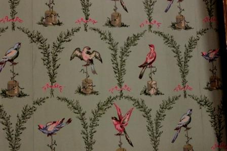 I love the birds on this wallpaper, and of course the green because it is one of my VIP colors:)