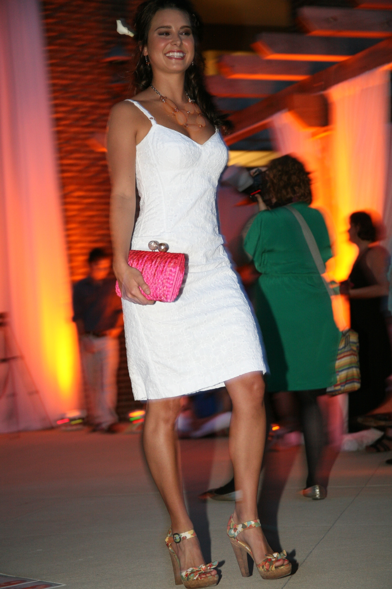 Simple white dress with a snazzy clutch for a pop of color! Fabulous fashion stylying by Southern Femme!