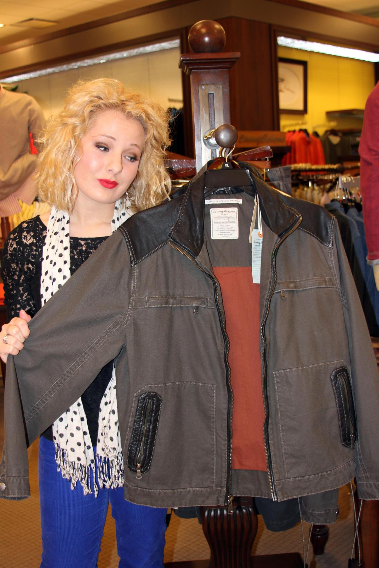 This midweight, Tommy Bahama jacket strikes the perfect balance between style and comfort. This is a great gift for my dad--I know he will absolutely love it! :)