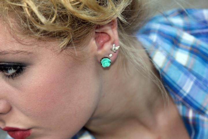 Flower stud earrings: BluKat Design
