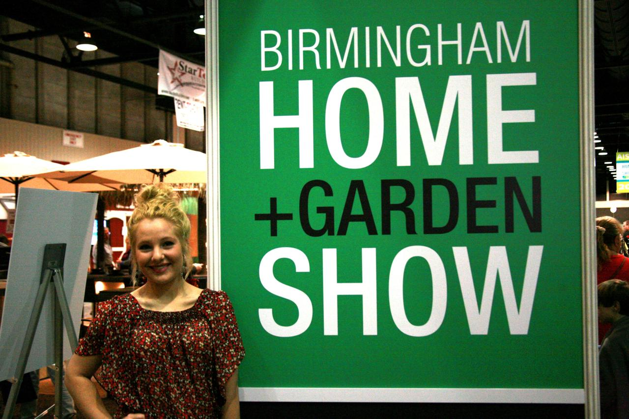 I attended the Birmingham Home and Garden Show on Saturday, February 15, and I was amazed at the turn out! There were so many people chatting with local vendors, sampling food at the Western Supermarket pavilion, and snapping iPhone pictures of the awesome yard inspiration.