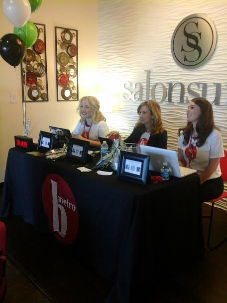 The VIP, Tracy James, and Lindsey Lowe posing for a picture during the live blogging.