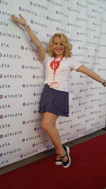 "I wrapped up my live-blogging coverage with a ""tah dah"" pose in front of the Athleta red carpet selfie station!"