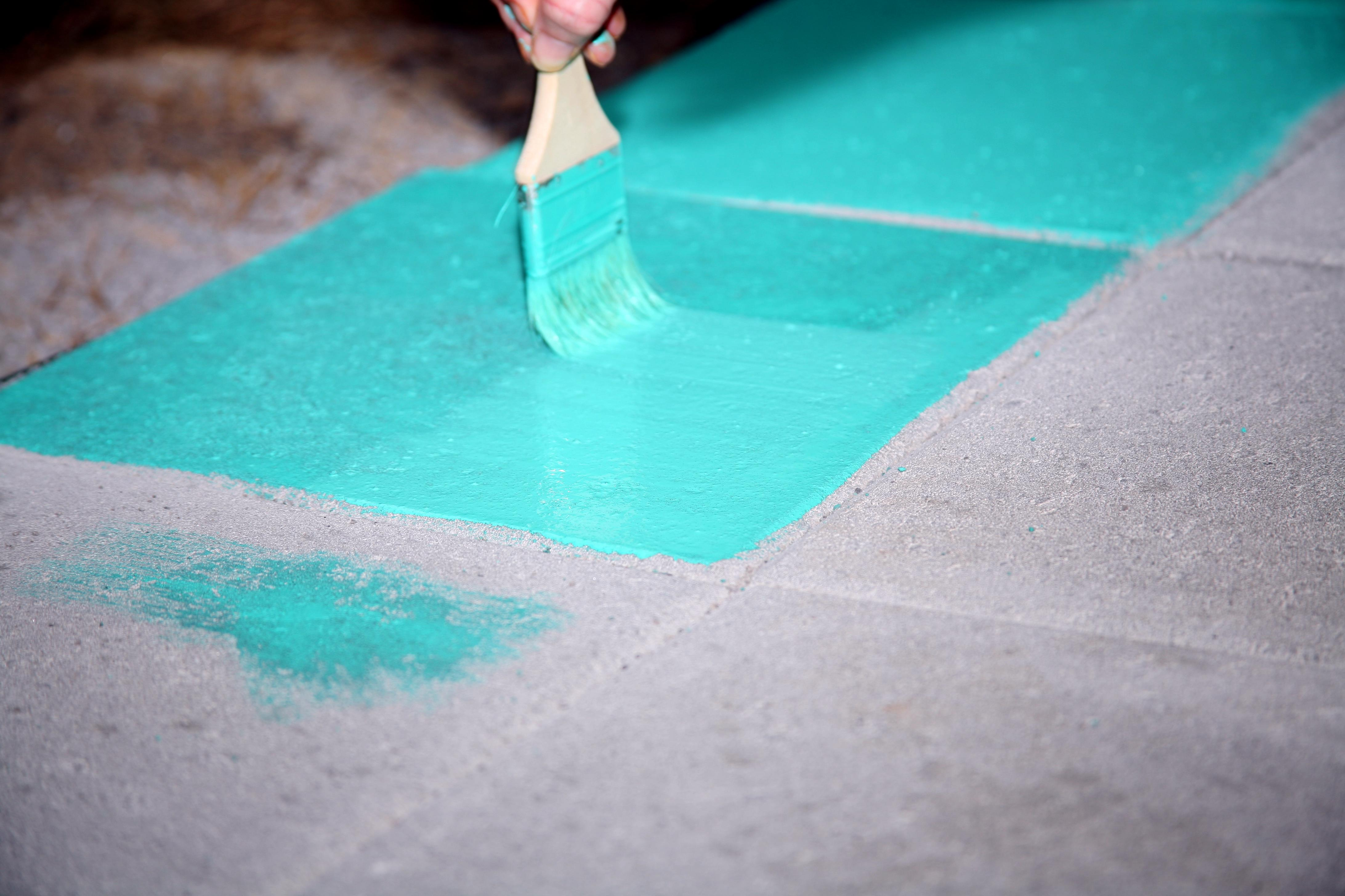 VIP Home: Color-Staining Concrete Pavers (DIY Patio Project) | Vintage Inspired Passionista