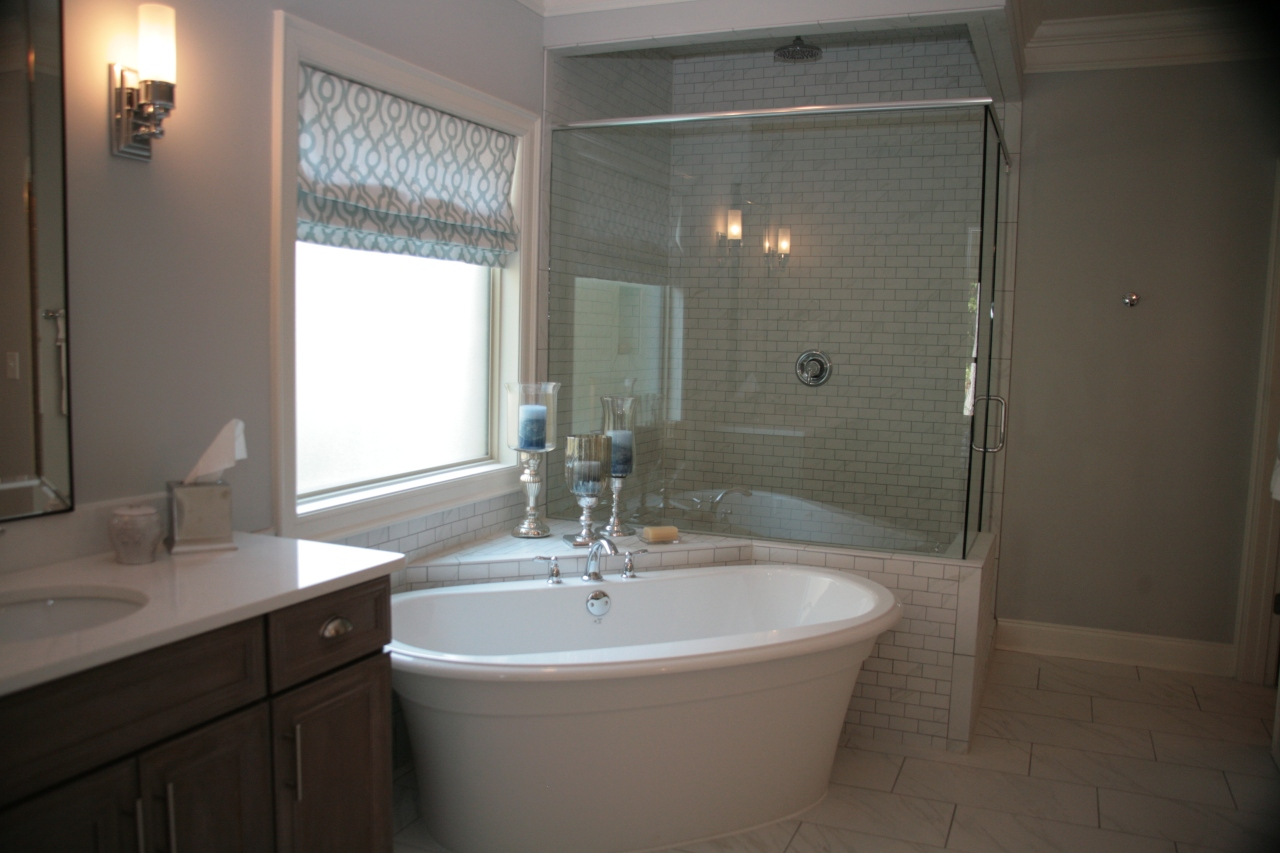 Ah....this bathroom screams (or whispers) relaxation *wink*
