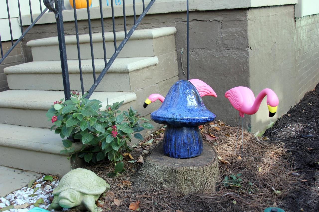 CLEAN! Ah! Can you believe it?! Florence and Ferdinand (my yard flamingos) can now sit pretty and free  of weeds :)