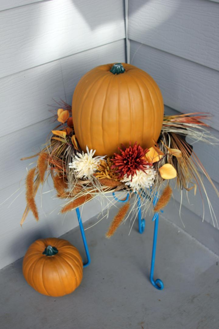 Major props to my awesome mom for creating this cute, fall arrangement for my front porch. She's the best :)