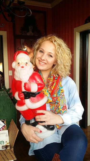And of course, when I spotted this precious vintage Santa Clause yard decor at a local shop...I had to get it *wink*
