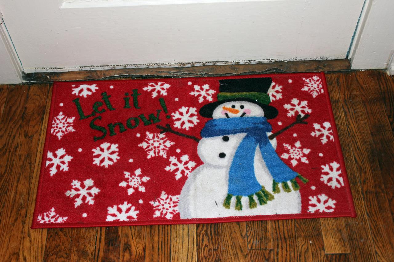 Let it snow! This floor rug was just too cute to pass up at Wal Mart *wink*