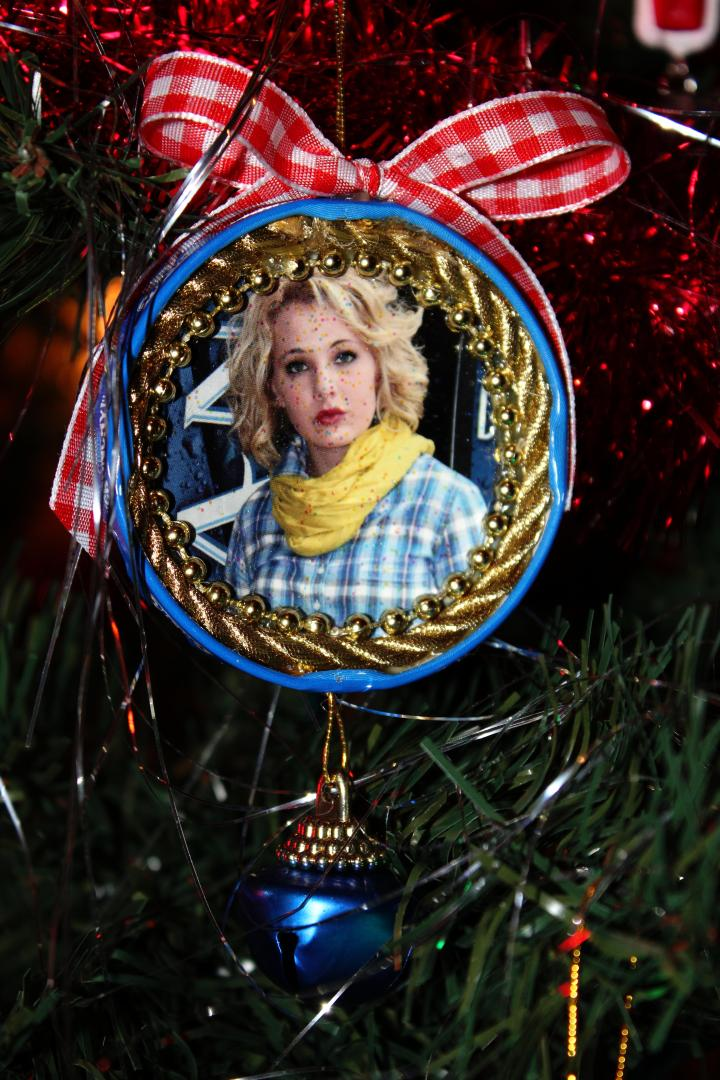 To learn how to make YOUR own ornament like this, check out Heather's DIY post HERE!