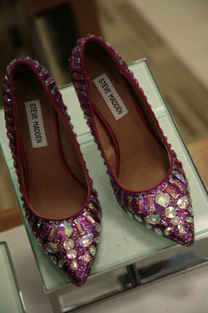 *passes out* I could just eat, sleep, and work out in this pretty-in-pink Steve Madden heels! GAH--so cute! :)