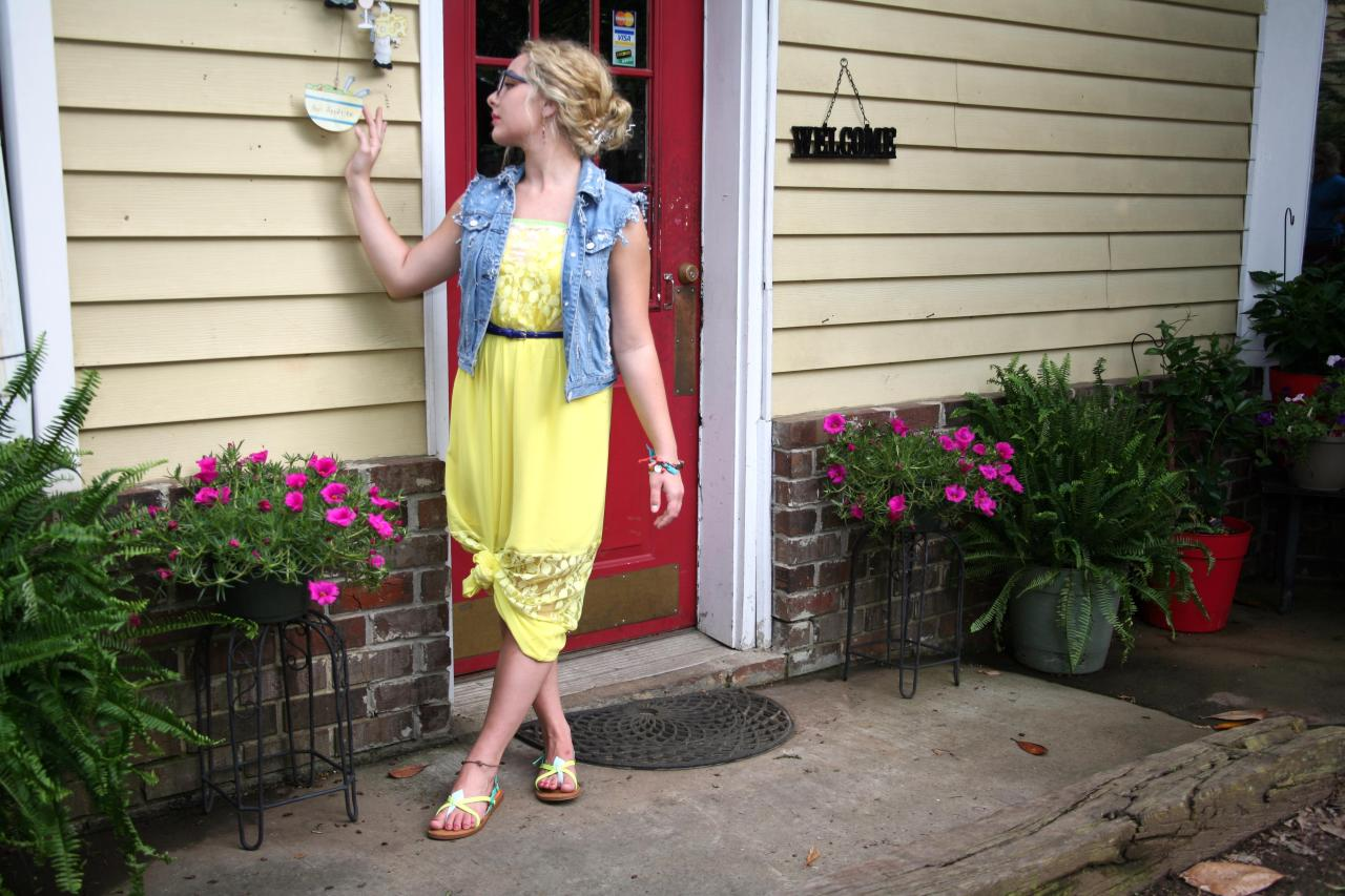 The first VIP clothes DIY + one of my favorite summer dress. This photo was taken in Springville, Alabama when I was living in Birmingham. Miss those two cities + the photo destinations *wink*