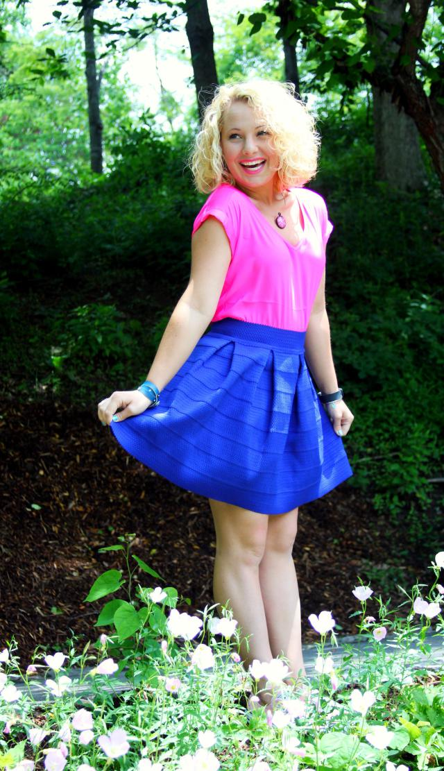 Get the details on this fabulous neon blues outfit here.