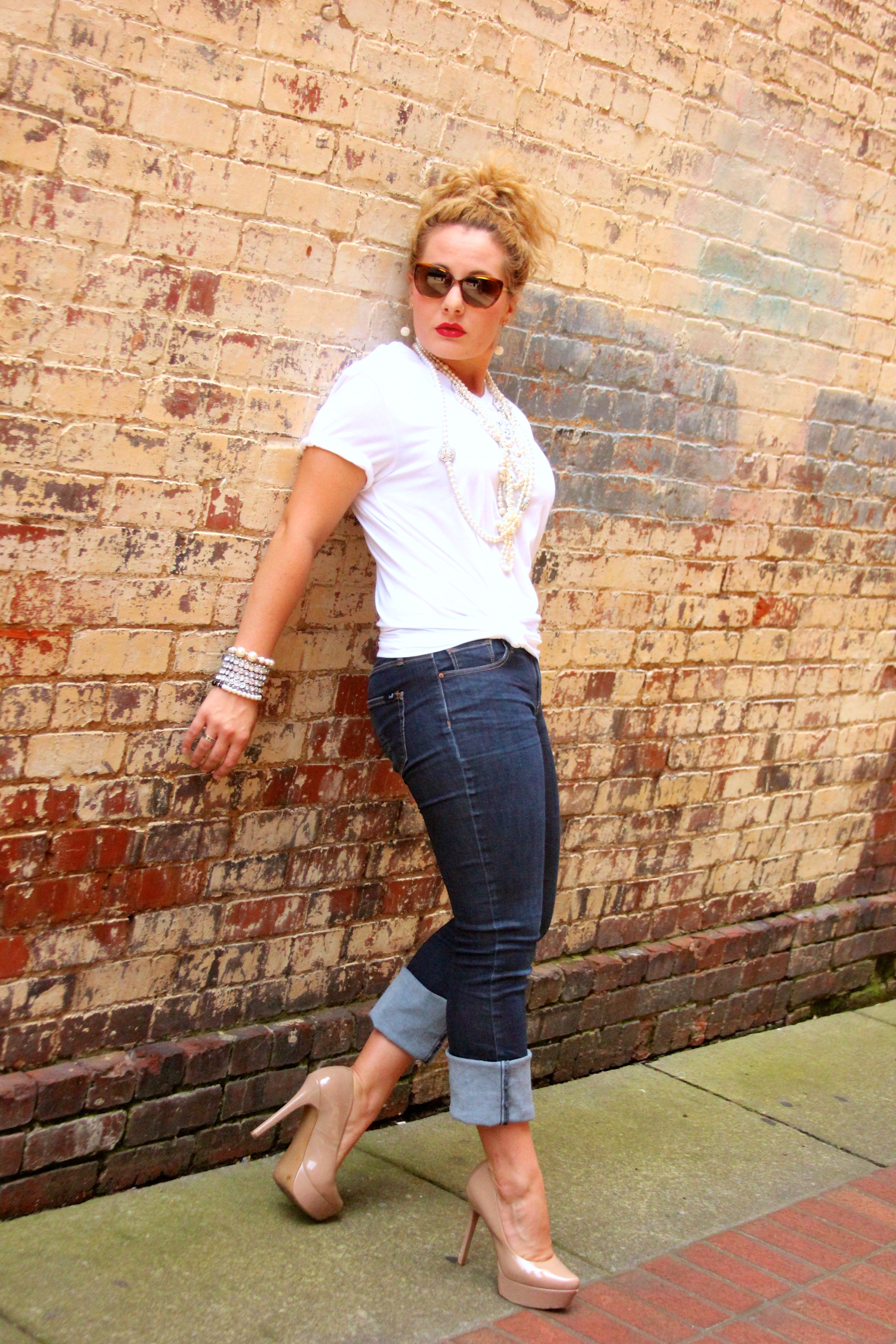 White t shirt and blue jeans - Img_0033