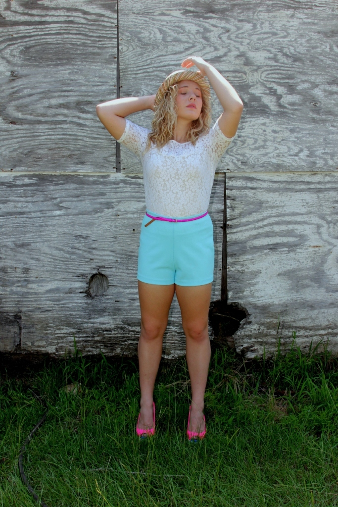 This outfit is from 2013, and it was featured in my column for a newspaper I was working for at the time. To this day, those bright vintage shorts are still one of my favorite pieces in my closet *wink*