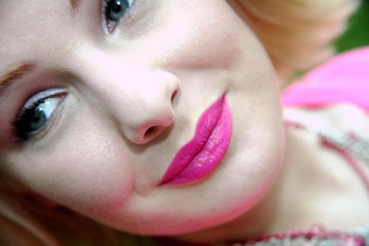 For some more fabulous pink lipstick ideas, see my Prime, Pucker, and Paint tutorial HERE with OCC!
