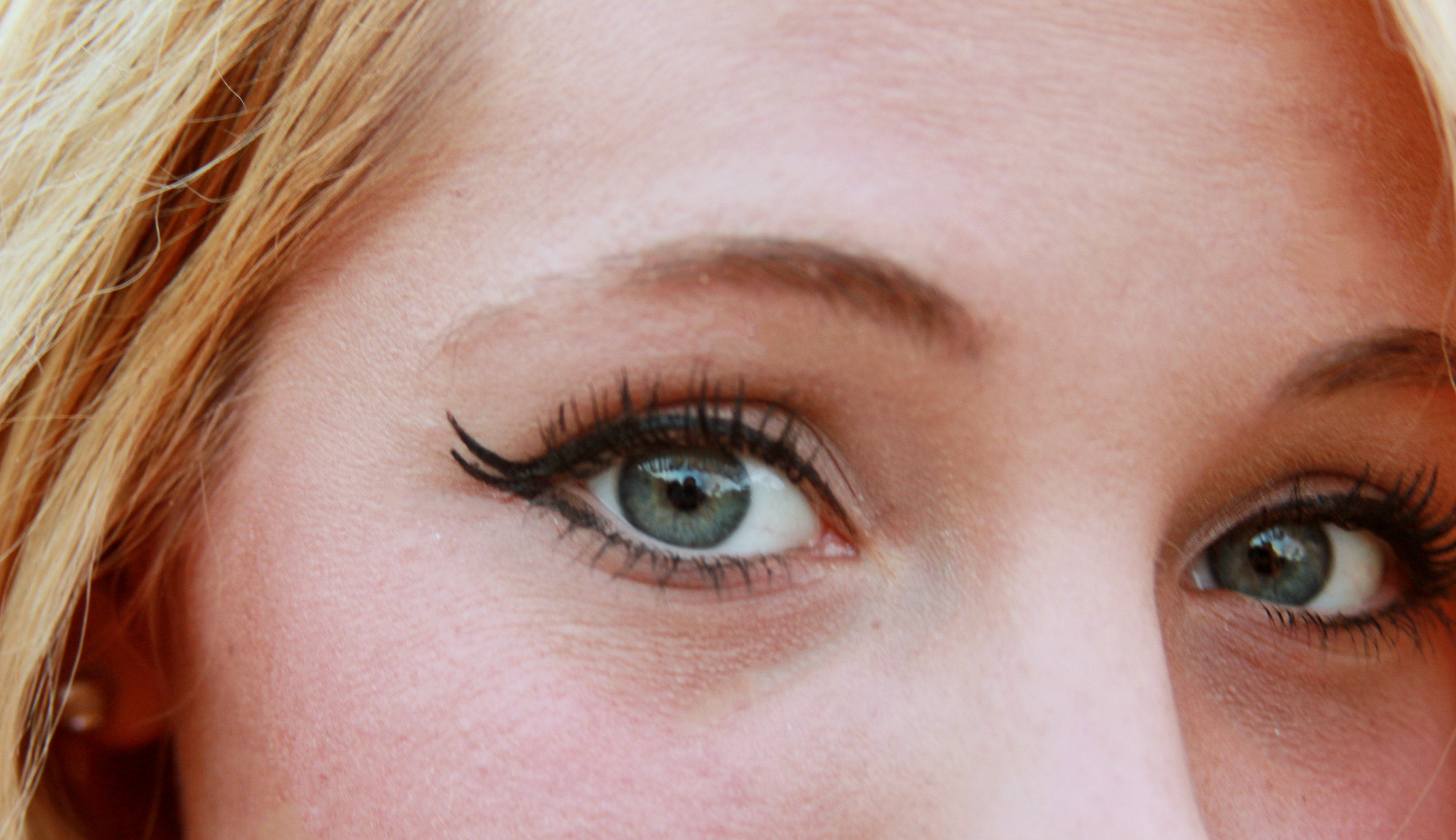 Beauty Tues: Easy Double-Wing Eyeliner + How-To Apply Tips