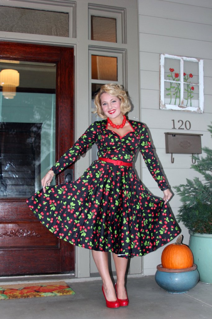 *drum roll* AND probably my favorite vintage-inspired purchase to date. Although this dress is modern, it is vintage-inspired to a T! Click here to see more pictures + learn about how YOU can get a vintage-inspired dress, too!